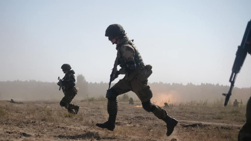 Более 350 российских и белорусских военных выполнили десантирование на учениях