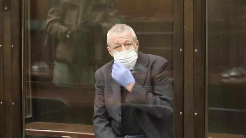 Актёр Михаил Ефремов заявил, что вся вина за ДТП лежит на нём