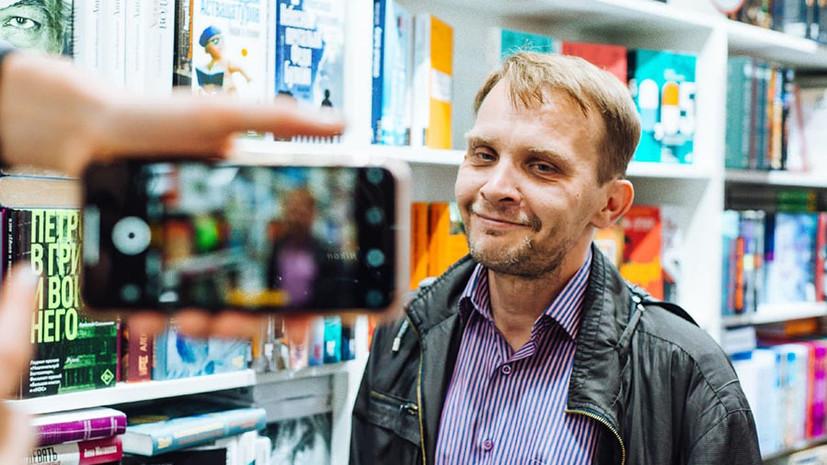 «Труд требует определённого насилия над собой»: Алексей Сальников о творчестве, критике и фильме «Петровы в гриппе»