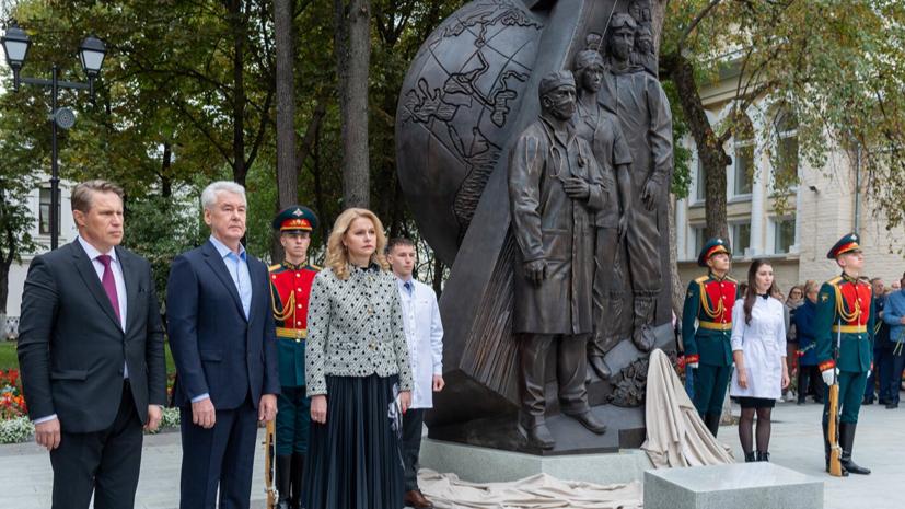 Собянин открыл памятник в честь сражавшихся с COVID-19 медиков