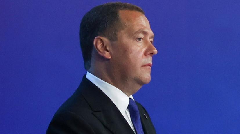 Медведев проголосовал онлайн на выборах в Госдуму