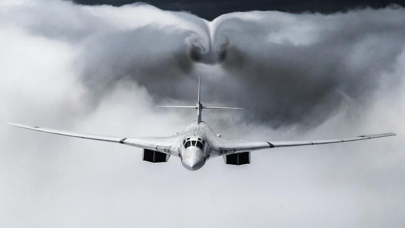 Два Ту-160 совершили полёт над Балтийским морем в сопровождении истребителей Су-35С и Су-27