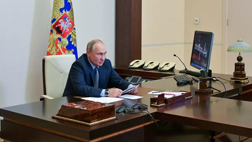 Путин заявил о важности повышения уровня доходов преподавателей