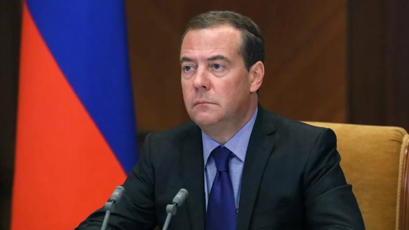 Медведев считает, что России не нужно реагировать на заявления Запада о выборах