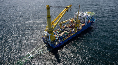Российское судно-трубоукладчик «Академик Черский» ведёт работы на завершающем участке газопровода в водах Германии