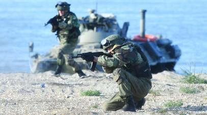 Российские военнослужащие во время учений подразделений морской пехоты