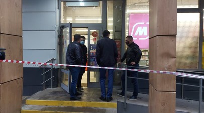 Вход в магазин торговой сети «Магнит» на Совхозной улице в Москве