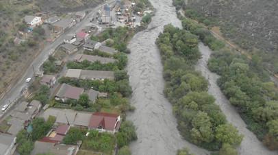 Мощные ливни разрушили дороги в Дагестане  видео