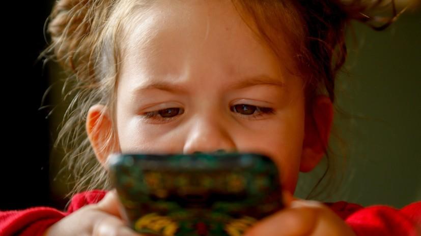 Психиатр рассказала о признаках зависимости детей от гаджетов