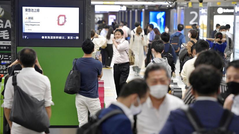 В Токио поезд частично сошёл с рельсов при землетрясении