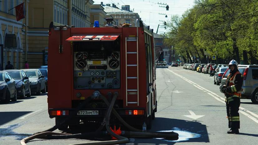 Площадь пожара в жилом доме в Петербурге увеличилась до 800 квадратных метров