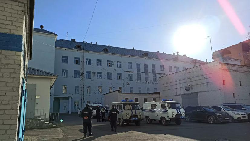 Напавшего на пермский вуз студента увезли из больницы в конвойной машине