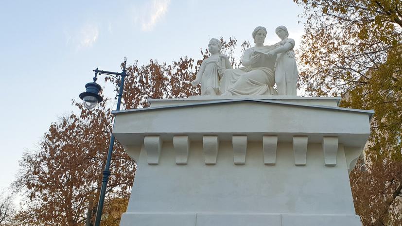 В Москве завершили реставрацию белокаменных скульптур Императорского воспитательного дома