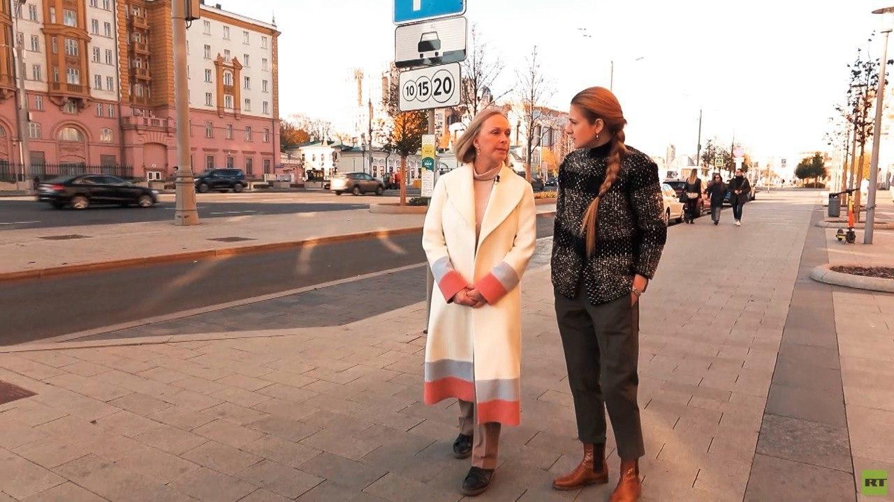 «В Америке есть группы, которые пишут на нас доносы»: председатель КСОРС США Елена Брэнсон о своём возвращении в Россию