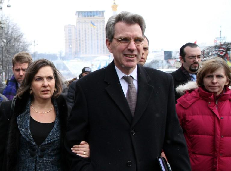 Эксперты: США пытаются создать на Украине антироссийское правительство