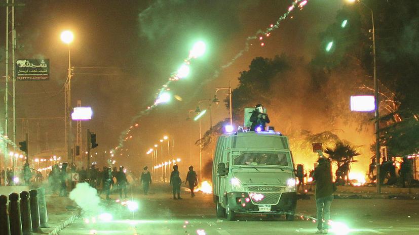 Египетские власти принесли извинения за избиение голого протестующего возле президентского дворца