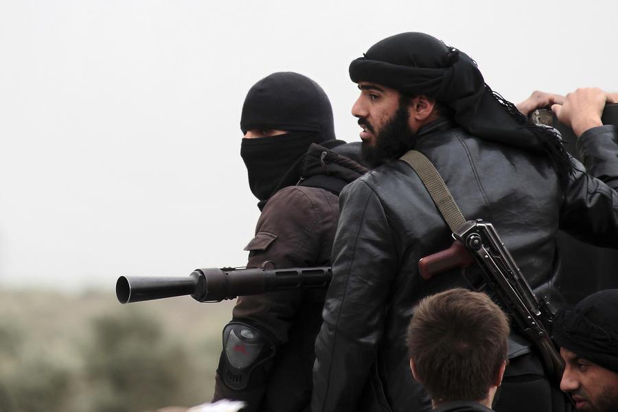 Боевики из Сирии отправились воевать в Ирак, чтобы взять под контроль обширные территории