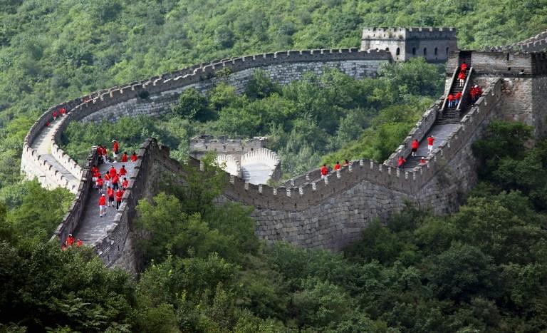 Фермер в одиночку ремонтирует Великую Китайскую стену, чтобы привлечь туристов