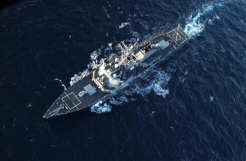 Российский военный самолёт несколько раз пролетел над американским эсминцем в Чёрном море