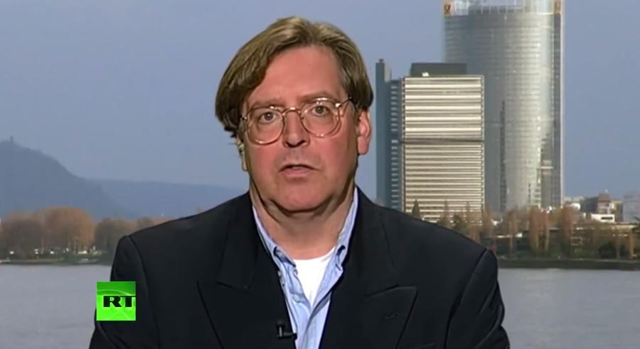 Журналист: Европейские СМИ прославляют США под давлением ЦРУ