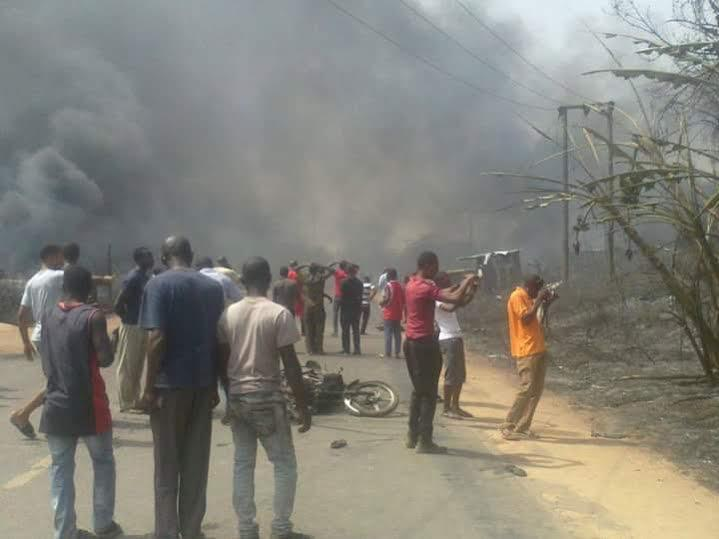 СМИ: При взрыве на заводе по переработке газа в Нигерии погибли более 100 человек