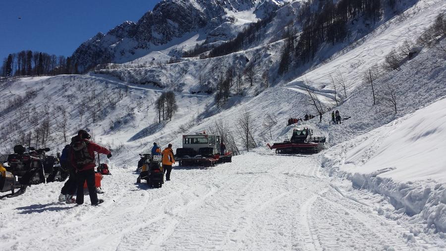 На горнолыжной трассе в Сочи сошла лавина, двое лыжников погибли