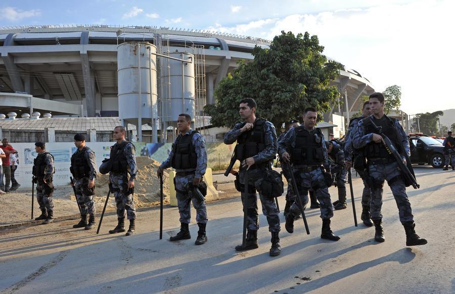 Полиция Рио-де-Жанейро наводит порядок в городских трущобах в преддверии Чемпионата мира-2014