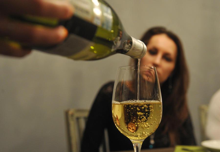 Бокал вина в день идёт на пользу женщинам после 50