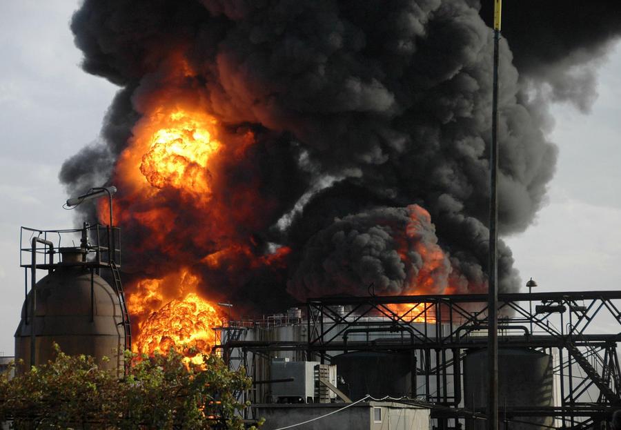 Сирийские боевики провели крупную диверсию на нефтехранилище близ города Адра