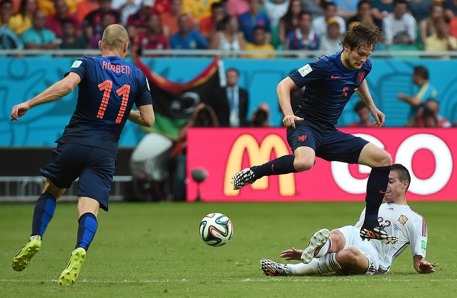 Второй день чемпионата мира по футболу: разгром «красной фурии»