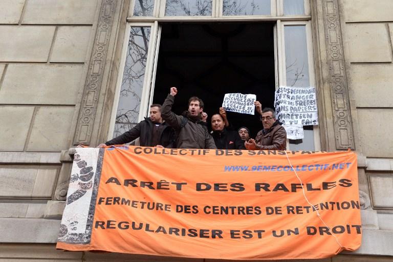 Демонстранты оккупировали посольство Ватикана  в  Париже