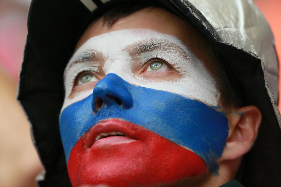 ОНФ предложил ввести обязательные работы за надругательство над государственной символикой России