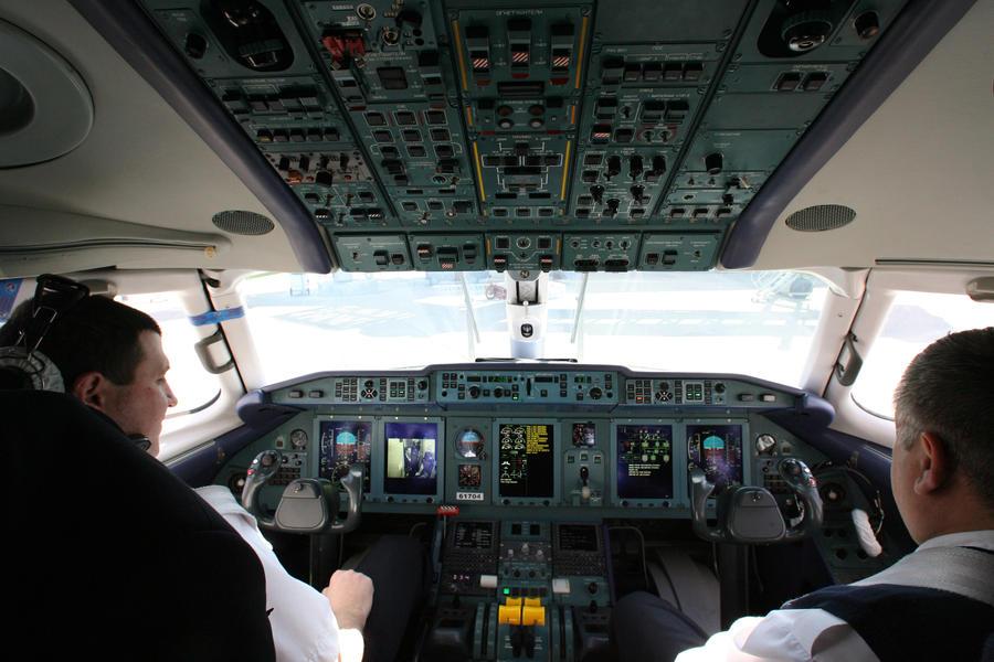 СМИ: лётчики 14 российских авиакомпаний получили допуск к полётам по фальшивым документам
