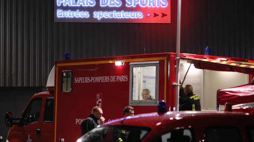 В результате взрыва пиротехники во Дворце спорта в Париже пострадали 15 человек