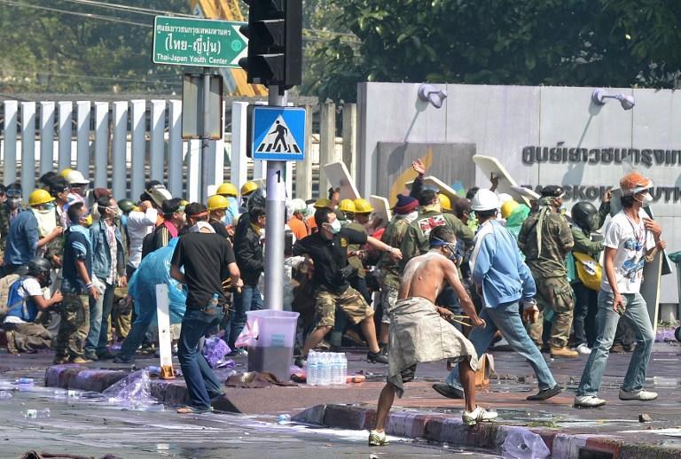 Неизвестный открыл огонь по толпе во время акции протеста в Бангкоке, один человек убит