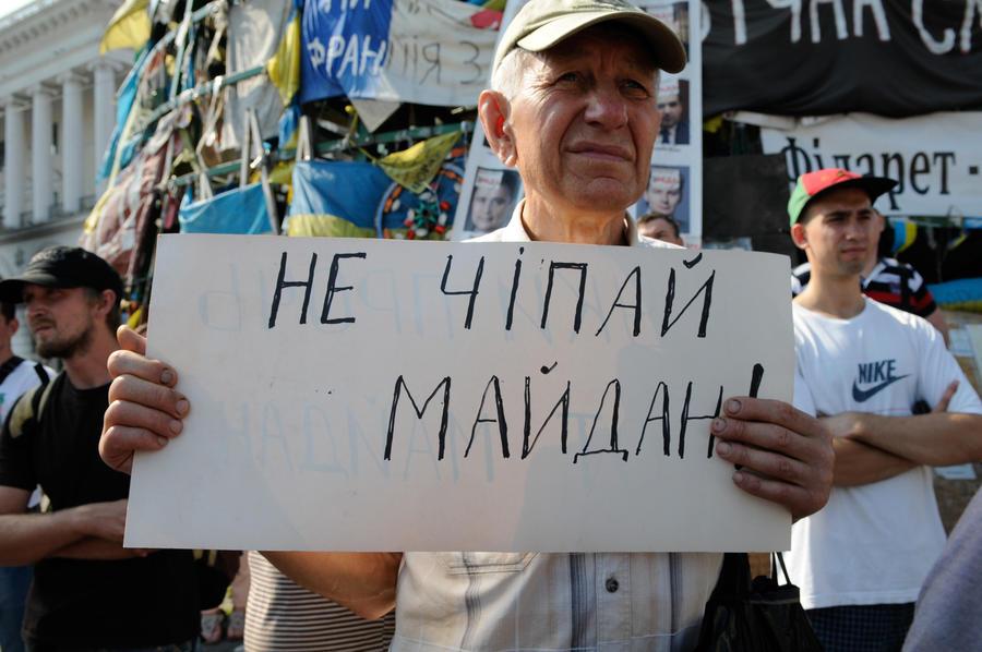 Зачищенный Майдан остаётся для киевлян яблоком раздора