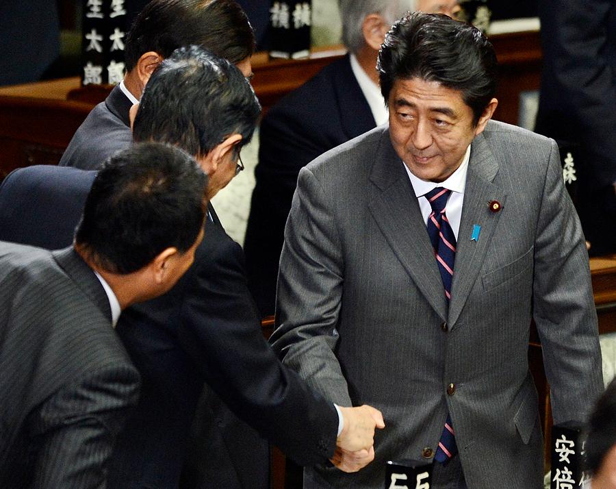 Синдзо Абэ вернул себе кресло премьер-министра Японии спустя пять лет