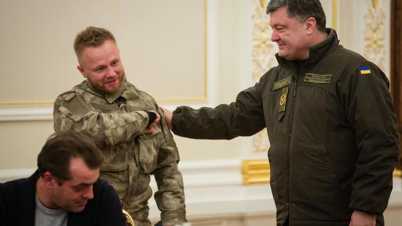 Порошенко вручил паспорт белорусу, которого подозревают в организации теракта на Манежке