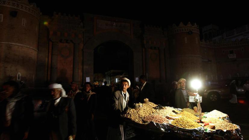 В столице Йемена произошло три взрыва, есть раненые