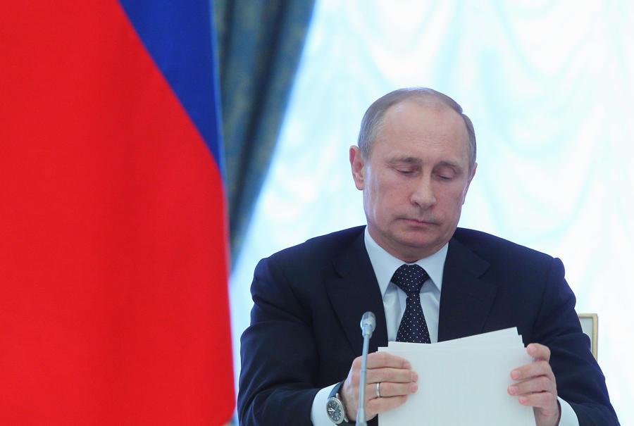 Российские министры теперь не смогут владеть банковскими счетами за границей