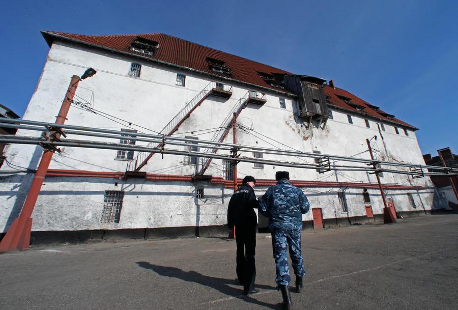 Заключённых российских тюрем разделят на курящих и некурящих