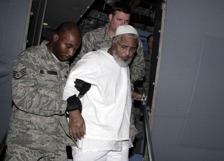 Из тюрьмы Гуантанамо освободили двух заключённых