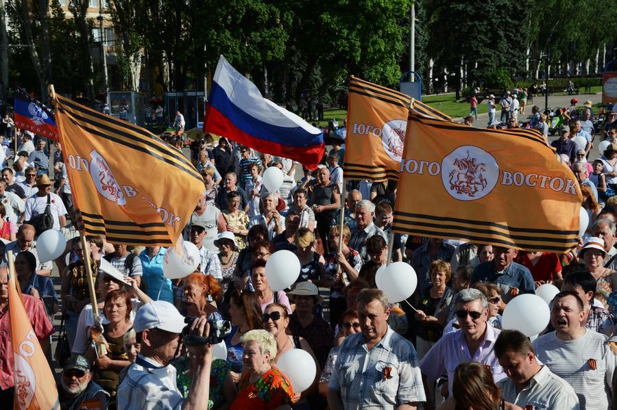 В Донецке проходит митинг против досрочных президентских выборов на Украине