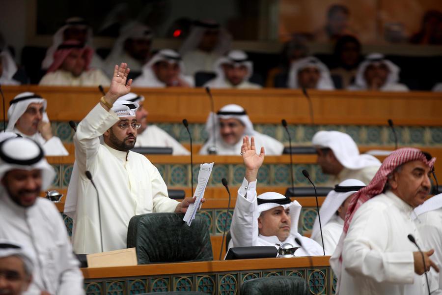 Конституционный суд Кувейта постановил распустить парламент и назначить перевыборы