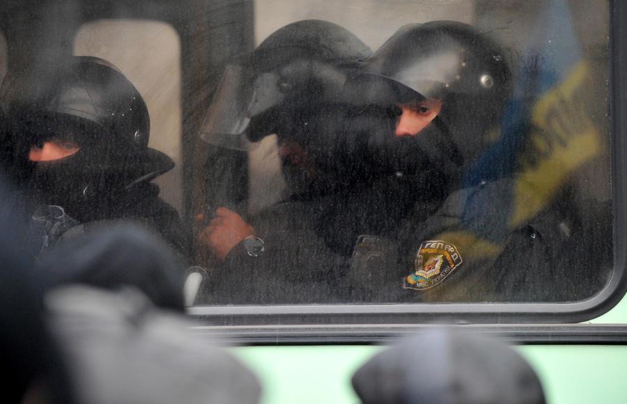 Активисты: На Украине автомобилисты пикетировали базу «Беркута»