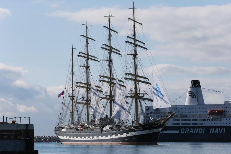 Экипаж парусника «Крузенштерн» пожелал российским олимпийцам успеха на Играх в Сочи