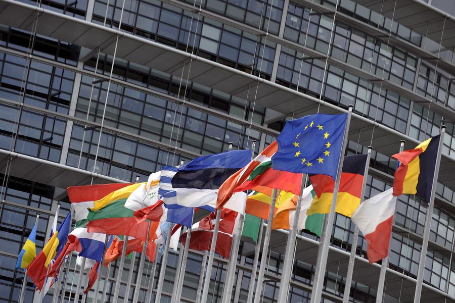 Политики и общественные деятели ФРГ призвали власти Германии к диалогу с Россией