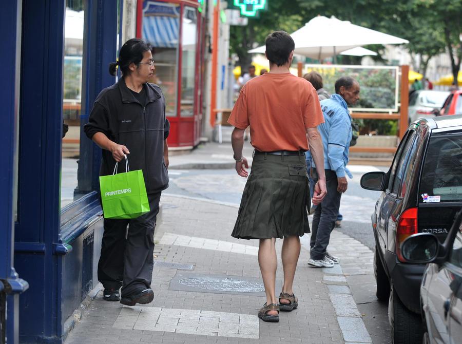 Лето заставило шведских машинистов выйти на работу в юбках