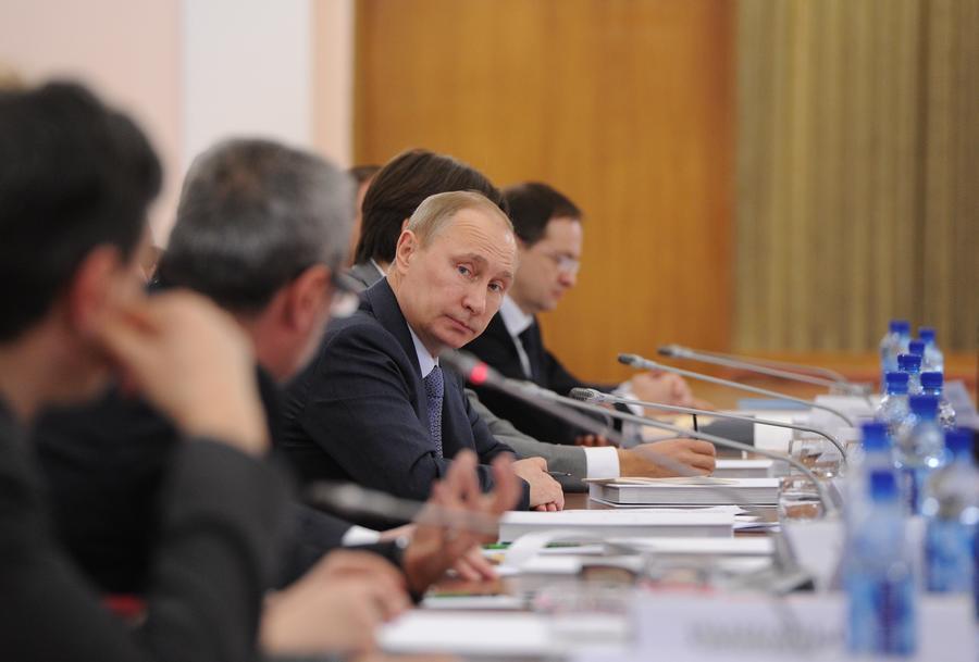 Владимир Путин: Надо воспитывать новое поколение зрителей, умеющих ценить искусство