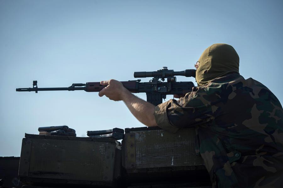 В районе аэропорта Донецка идёт бой
